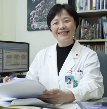 서울대병원 안규리 교수, 세계이식학회 '소리 없는 영웅상' 수상 기사의 사진